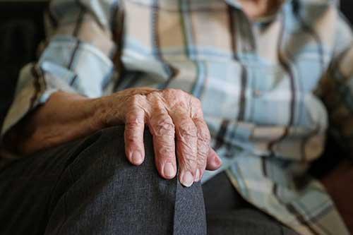 Tips to avoid social isolation in the elderly